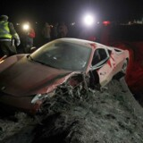 Sådan så Arturo Vidals Ferrari ud efter bilulykken. Bpåde han og konen blev efterfølgende kørt på hospitalet.