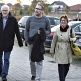 Andelsforeningen Engskoven har blandt andet i Vestre Landsret i Viborg forsøgt at få ophævet den swapaftale, foreningen har indgået med Jyske Bank. Følgerne af swapaftalen var, at boligerne i foreningen blev stort set usælgelige, og foreningens medlemmer mener ikke, at de blev ordentligt oplyst. Her ses tre medlemmer af andelsforeningen med talsmand Lund Poulsen til venstre.