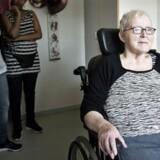 70-årige Grethe Poulsen har længe været kastebold mellem sit plejehjem og Herlev Hospital. Men efter at et nyoprettet plejeteam er gået ind i problemerne, er forholdene blevet bedre.
