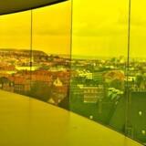 ARKIVFOTO: Publikum nyder udsigten over Aarhus fra Olafur Eliasson 's Your Rainbow Panorama på toppen på Aros Kunstmuseum i Aarhus