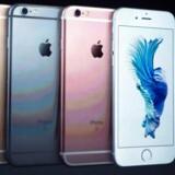 Apple-topchef Tim Cook foran den nye iPhone 6S ved præsentationen i sidste uge. 6S-telefonerne har samme størrelse som forgængerne men kommer i andre farver, og den teknologiske indmad er opdateret. Arkivfoto: Josh Edelson, AFP/Scanpix