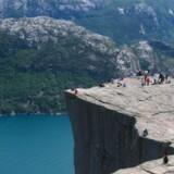 Turisterne er utilfredse, når de ender i den lille bygd Fossmork frem for ved det imponerende klippefremspring Preikestolen 30 km derfra.