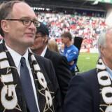 Jørgen Glistrup og Flemming Østergaard nyder som Parken-direktør og -bestyrelsesformand FC Københavns Superliga-titel i 2006. Foto: Mogens Flindt