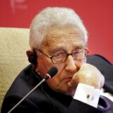 Den forhenværende amerikanske udenrigsminister Henry Kissinger er årtier efter sin storhedstid stadig med, når verdens mest magtfulde mennesker mødes.