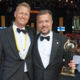 Den lokale danske vinder af EY Entrepreneur of the Year 2016, Michael Mortensen (th.), der har etableret byggevirksomheden Casa A/S, var også med til festlighederne i Monaco. Her flankeres han af den danske direktør for konkurrencen, EY-partner Søren Smedeggard Hvid. (Foto: Phenix/EY)