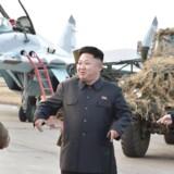 ARKIVFOTO. Nordkoreas leder Kim Jong-Un under en militærøvelse i Pyongyang 20. oktober 2014.