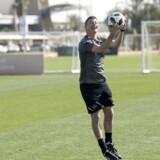 Assistenttræner Jon Dahl Tomasson stod for torsdagens kamp i Abu Dhabi.