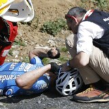 Den belgiske cykelrytter Michael Goolaerts er død af et hjertestop. Under søndagens endagsklassiker Paris-Roubaix blev Goolaerts fundet bevidstløs efter et styrt, som muligvis skyldtes et hjertestop. Han modtog hjertemassage, før han i helikopter blev bragt til en hospital i Lille, men det lykkedes ikke lægerne at redde hans liv. Scanpix/David Stockman