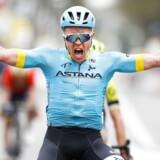 Michael Valgren jubler, da han krydser målstregen som første rytter i årets Amstel Gold Race. Det er danskerens største sejr i karrieren.