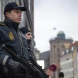 Overvågningskameraer og andet teknisk udstyr overtager i stigende grad den fysiske bevogtning ved jødiske institutioner i København, som politiet siden februar sidste år har brugt over 420.000 arbejdstimer på.