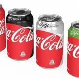 Drikker du light sodavand? Så skal du til at vænne dine øjne til et nyt design. Det er nemlig slut med den helt sort dåse, der indeholder Coca Cola Zero. Det er det også for den velkendte light-udgave i sølv, og det nyeste skud på stammen, den grønne Coca Cola Life, må du også se langt efter.