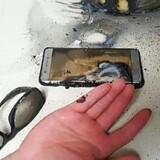 Det efterhånden ikoniske foto af en eksploderet Galaxy Note 7-telefon, som Samsung-toppen helst vil se forsvinde i glemselens tåger. Men selv om telefonen er aflivet som model, er fejlen fortsat ikke fundet. Arkivfoto: Gwangju Bukbu Politiet, AFP/Scanpix