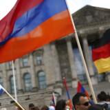 Blæs på Tyrkiets vrede reaktioner, og anerkend, at armenierne for 100 år siden blev udsat for et folkemord. Sådan lyder opfordringen fra flere af Folketingets partier forud for Dronningens besøg i landet.
