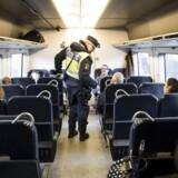 Sverige forlænger grænsekontrol til 8. februar Sverige forlænger grænsekontrollen til 8. februar.