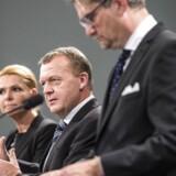 Statsminister Lars Løkke Rasmussen, udlændinge-, integrations- og boligminister Inger Støjberg og justitsminister Søren Pind præsenterer nye udlændingestramninger i Spejlsalen.