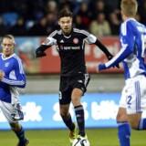 Lukas Spalvis (im) scorede, men han blev senere udvist i AaB-pokalsejren over Lyngby.