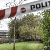 Politiet samt EOD (Ammunitionsrydningstjenesten) er tirsdag den 17. oktober tilstede ved Brinken i Glostrup, efter at nogle bygningsarbejdere mandag eftermiddag fandt et barneskelet i ved Brinken i Glostrup.. (Foto: Mads Claus Rasmussen/Scanpix 2017)