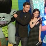 Justin Timberlake og Anna Kendrick lægger stemme til den engelske udgave af Trolls. I Danmark bliver det sangerne Christopher og Stine Bramsen. / AFP PHOTO / DANIEL LEAL-OLIVAS
