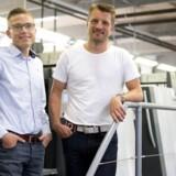 Esben Mols Kabell (th.) driver sammen med kompagnonen Anders Grønborg LaserTryk.dk, der har investeret stort i produktionsudstyr de seneste år. PR-foto