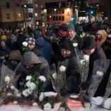 En tidligere canadisk studerende erklærer sig skyldig i at have dræbt seks mænd i moské i Quebec City.