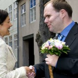 Thorkild Olesen, der er formand for Danske Handicaporganisationer, som her ses med grevinde Alexandra, roser DIF, der i fremtiden vil sidestille handicapidrætten med almenidrætten. Scanpix/Keld Navntoft/arkiv