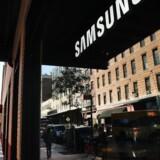 Det bliver endnu dyrere end hidtil ventet for Samsung, at toptelefonen Galaxy Note 7 sandsynligvis ikke bliver en del af den vigtige julehandel. Her ses Samsungs butik i Manhattan i New York, USA. Arkivfoto: Spencer Platt, Getty Images/AFP/Scanpix