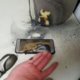 Sådan så det ud, da en Galaxy Note 7s batteri eksploderede midt i september. Siden har Samsung tilbagekaldt alle telefonerne, men der er fortsat problmer med de byttede modeller. Arkivfoto: Gwangju Bukbu Police Station, AFP/Scanpix