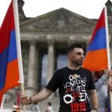 Det armenske flag vajede torsdag udenfor den tyske forbundsdag, mens et stort flertal indenfor blev enige om, at der var tale om folkedrab, da osmannerne i 1915 dræbte og fordrev et stort antal armenere.