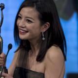 Zhao Wei fik i april i år en »kinesisk Oscar-statuette« for bedste kvindelige hovedrolle i filmen »Dearest« ved den 34. Hong Kong Film Awards Presentation Ceremony. Foto: Tyrone Siu/Reuters