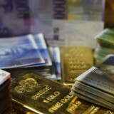 Kursen på schweizerfranc steg eksplosivt efter beslutningen om at fjerne valutaloftet.