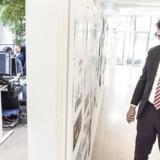 Erhvervs- og vækstminister Troels Lund Poulsen (V) var i slutningen af september på besøg hos Sybo Games, der bag spilsuccesen »Subway Surfers«, for at få viden om den danske spilbranche. Administrerende direktør Mathias Gredahl Nørvig (yderst til højre) viste rundt og fortalte, hvordan nye spil udvikles og kan blive internationale hits. Arkivfoto: Asger Ladefoged