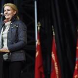 Thorning leverer sin 1. maj-tale i Fælledparken i København.