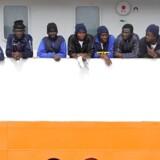 Til et hasteindkaldt ekstraordinært mini-topmøde diskuterede statsminister Lars Løkke Rasmussen søndag med en stribe af sine europæiske stats- og regeringsledere hvad man skal stille op med de økonomiske migranter, der søger til EU over Middelhavet.