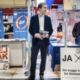 Arkivfoto: Morten Messerschmidt fra Dansk Folkeparti deler foldere ud og møder danskerne til en snak om folkeafstemningen om retsforbeholdet