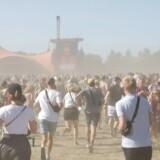 Store mængden støv hvirvler rundt på Roskilde Festival på grund af det tørre vejr. Det giver dog virksomheden Flow Loop god mulighed for at teste sit produkt. (Foto: Olafur Steinar Gestsson/Scanpix 2018)