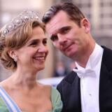 Arkivfoto. Prinsesse Christina af Spanien og hendes mand Inaki Urdangarin. Her ved ankomsten til kronprinsesse Victoria og prins Daniel af Sveriges bryllup sidste år. Den 43-årige tidligere tophåndboldspiller Inaki Urdangarin er nu tiltalt for svindel og underslæb.