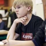 Carl Nielsen, der går i 8. klasse på Søndersøskolen i Værløse, er godt tilfreds med den ny skolereform, der godt ifølge ham giver længere skoledage, men så lærer han også mere, og lektierne er for det meste klaret i skolen