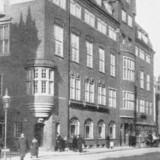 Kvindernes Læseforening på hjørnet af Gammel Mønt og Antonigade. Foto fra 1918, Før og nu IV årg.