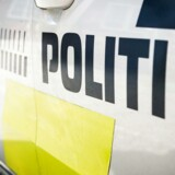 En mand og en kvinde er blevet anholdt, efter at en 25-årig mand blev kørt ned og dræbt i fodgængerfelt.