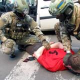 Et stillbillede fra den video, som den ukrainske sikkerhedsstyrke SBU har offentliggjort, viser angiveligt den 25-årige franskmand blive anholdt.