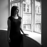 Forfatter Sara Omar har skrevet romanen »Dødevaskeren« om undertrykkelse af muslimske kvinder. Efterfølgende har hun flere gange sagt fra over for generaliserende kritik af relgionen islam.