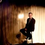 Teaterdirektør Jacob Morild på Cafe Livas scene i bunden af det gode skib Liva 2 i Nyhavn.