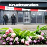 ARKIVFOTO 2015 af blomster foran Krudttønden hvor en person blev skuddræbt d. 14. februar 2015.