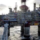 De lave oliepriser presser Norges statsejede oliefond, og det giver anledning til at se organisationens investeringer efter i sømmene.. Arkivfoto.