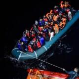 Den tyrkiske kystvagt opbragte den 10. december denne gummibåd fyldt med syriske migranter, der søgte at nå den græske ø Kios nær Izmir.