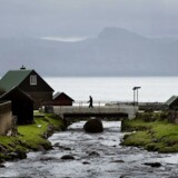 Det ud til, at de grønlandske og færøske mandater kan blive afgørende for, om Helle Thorning-Schmidt eller Lars Løkke Rasmussen bliver statsminister i Danmark efter valget den 18. juni. Her foto fra den lille bygd Gjogv på Færøerne.
