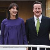 Storbritanniens premierminister, David Cameron, da han sammen med sin hustru afgav sin stemme ved det seneste parlamentsvalg i 2010. I år får han en invitation til det samme på Facebook.