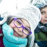 MODELFOTO. Nyt intelligent overtøj til børn er på vej på markedet. Det sker ved at putte en chip i børnenes overtøj, så forældre via deres mobiltelefon kan registrere, hvor meget børnene bevæger sig.