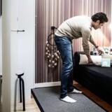 Der er sket en fordobling i antallet af turister/gæster, der overnatter gennem Airbnb, på bare et år. Her er vi hjemme hos Erland Jacobsen, som tjener op mod 25.000 årligt på at udleje sin lejlighed gennem Airbnb.