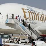 Det Dubai-baserede flyselskab Emirates har indgået en aftale om af købe 36 af den europæiske flyproducent Airbus' A380-modeller, der er verdens største passagerfly.